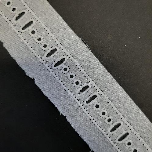 Baumwollband mit Lochstickerei weiss