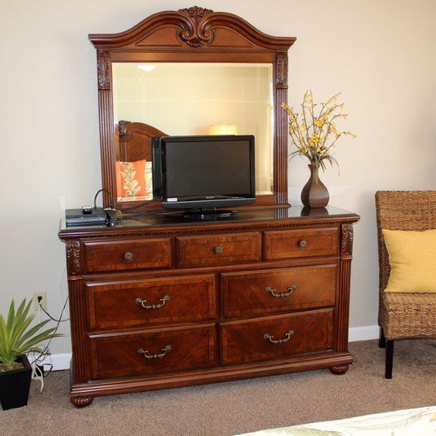 D601 Guest Bedroom 2 (2).jpg