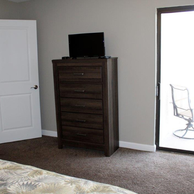 D601 Guest Bedroom 1 (3).jpg