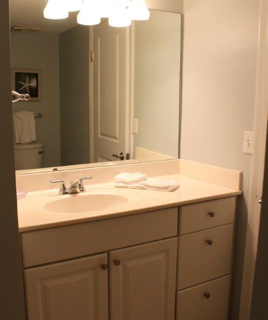 E802 Guest Bathroom (6).jpg