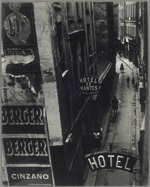 brassai-dit-halasz-gyula-1899-1984-la-rue-quincampoix-et-ses-hotels-de-passe-1932