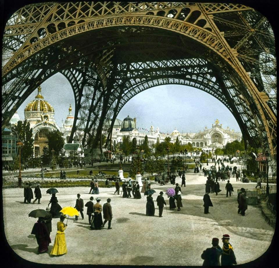 Paris-Torre-Eiffel-exposicao-universal-passeio