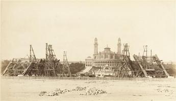 Agosto de 1887, os 4 pilares da Torre diante do antigo Palais du Trocadéro -©Musée d'Orsay