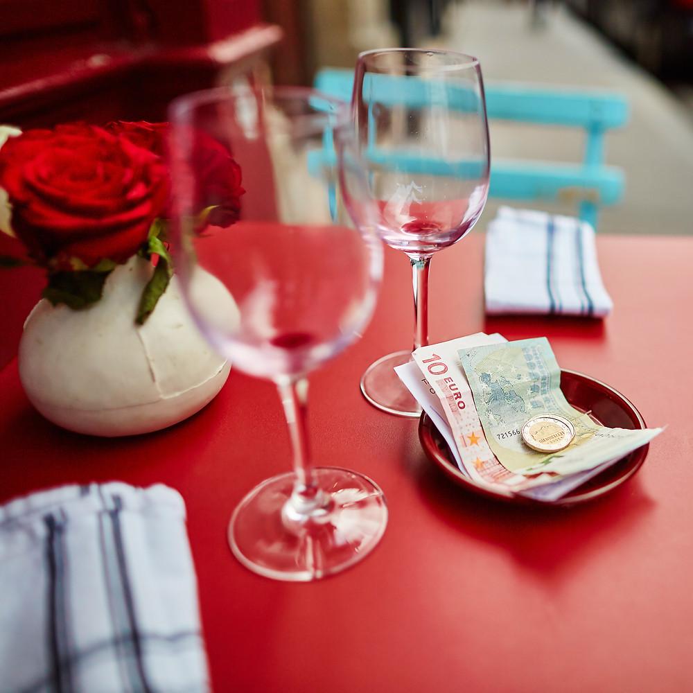 regras-etiqueta-restaurante-paris