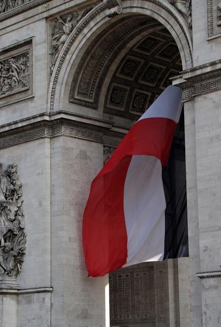 bandeira-francesa-arco-do-triunfo