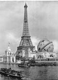 A Torre pronta para a exposição, com o globo ao seu lado