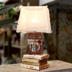 Lámpara de mesa con pantalla