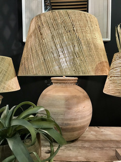 Pie de lámpara en madera