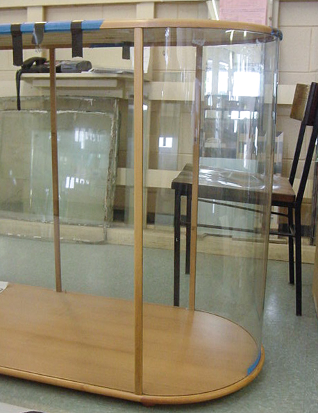 Bent glass display cabinet