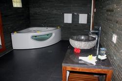 Main Villa Bathroom