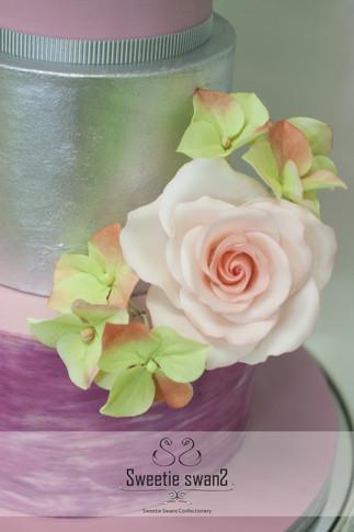 3 tiers rose cake-2.JPG