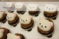 Macaron on cupcake-2