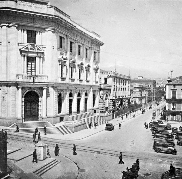 Catania, piazza Borsa_edited.jpg