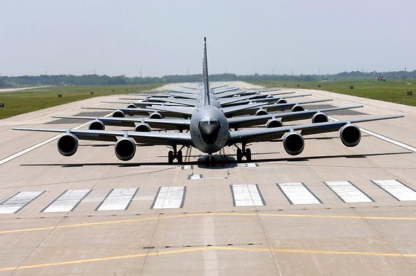 BLUR2 KC-135_Stratotanker_Elephant_Walk.