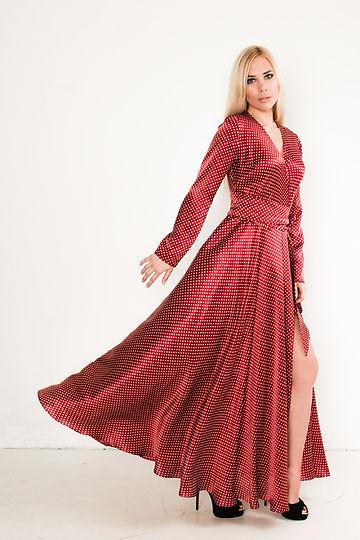 платье из натурального шелка от российского дизайнера одежды Полины Ефимовой