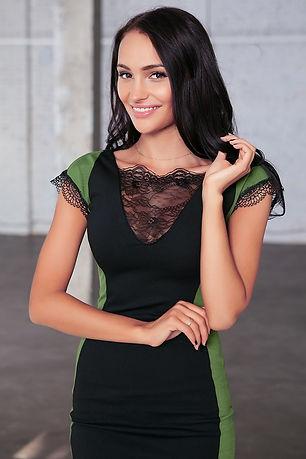 Короткое, вечернее платье с кружевом от российского дизайнера одежды Полины Ефимовой