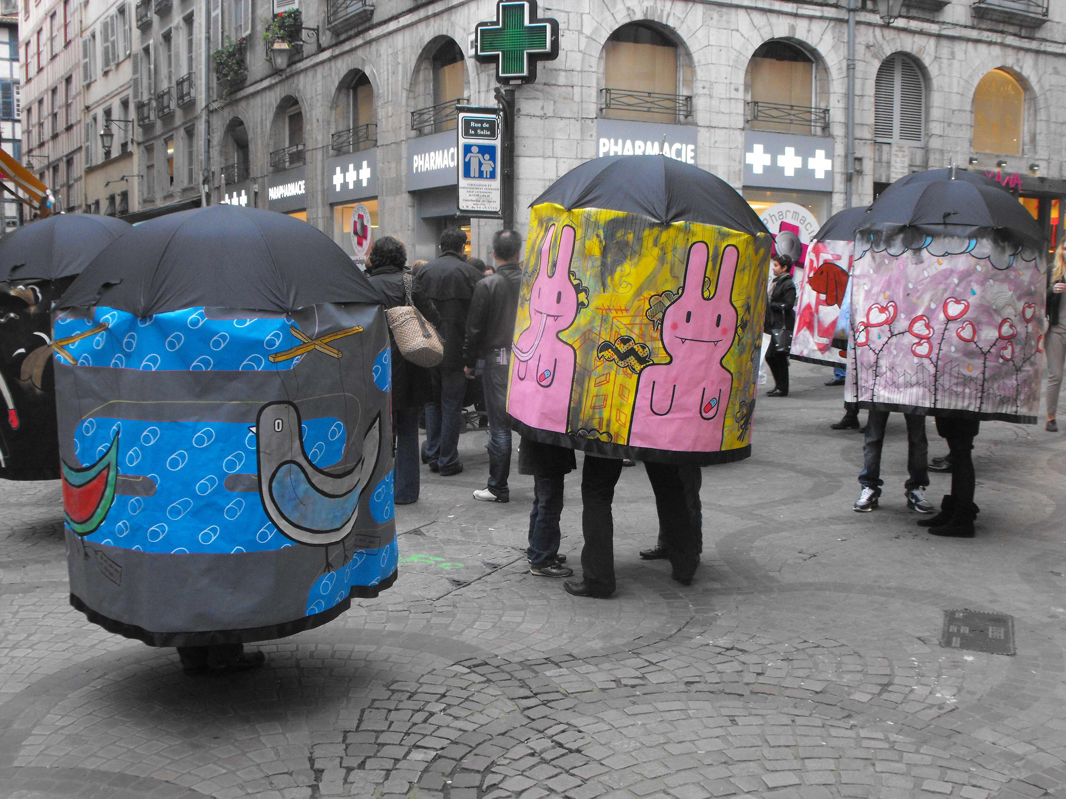 la-famille-parapluie-bayonne-fr_