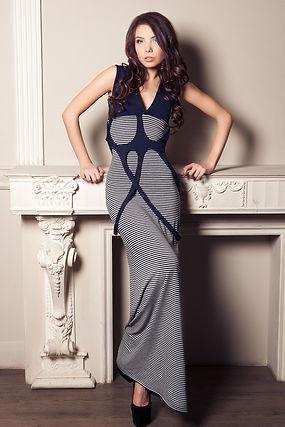 Длинное полосатое платье от российского дизайнера Полины Ефимовой