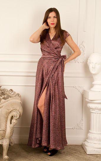 длинное шелковое платье от российского дизайнера одежды Полины Ефимовой