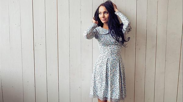 Нежное платье в цветочек с воротником от российского дизайнера одежды Полины Ефимовой