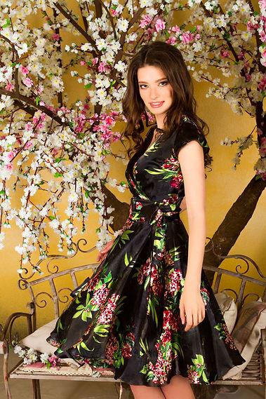 Короткое шелковое платье от российского дизайнера одежды Полины Ефимовой