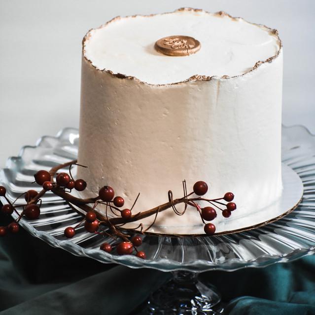 Gold Deckle Edge Cutting Cake