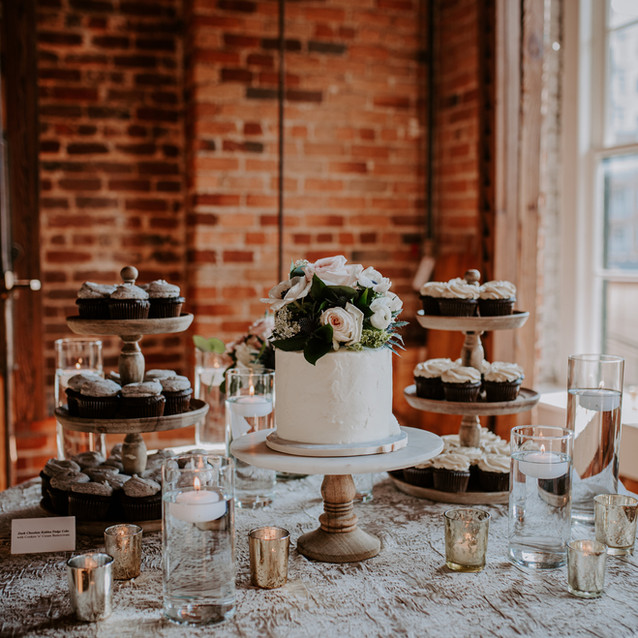 Cupcakes and Cutting Cake