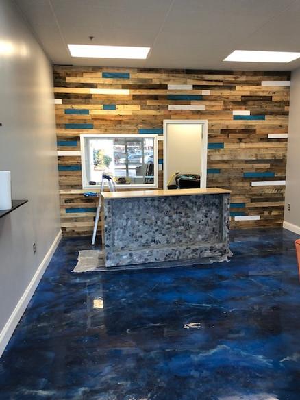 Custom Bar With Pallet Wood Wall Design