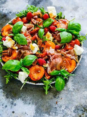Spätsommersalat mit reduzierter Tomaten-Balsamico Sauce