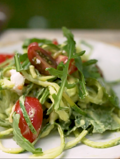 Zoodels -Zucchini Nudeln mit Avocadocreme