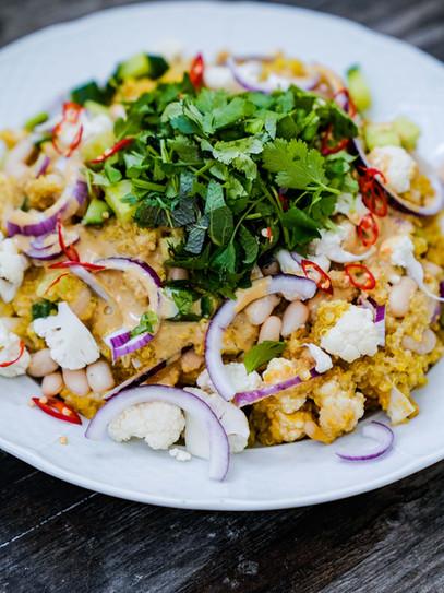 Quinoa Salat mit Soja-Tahinsauce