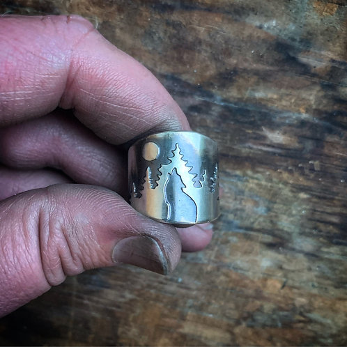 Howling Wolf Band Ring