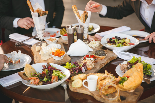 Choose from more than 100 F&B options in Suntec City