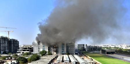 Registran incendio en la sede del mayor fabricante de vacunas contra el Covid-19 del mundo