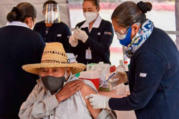 Avanzan vacunas a adultos mayores en Sonora