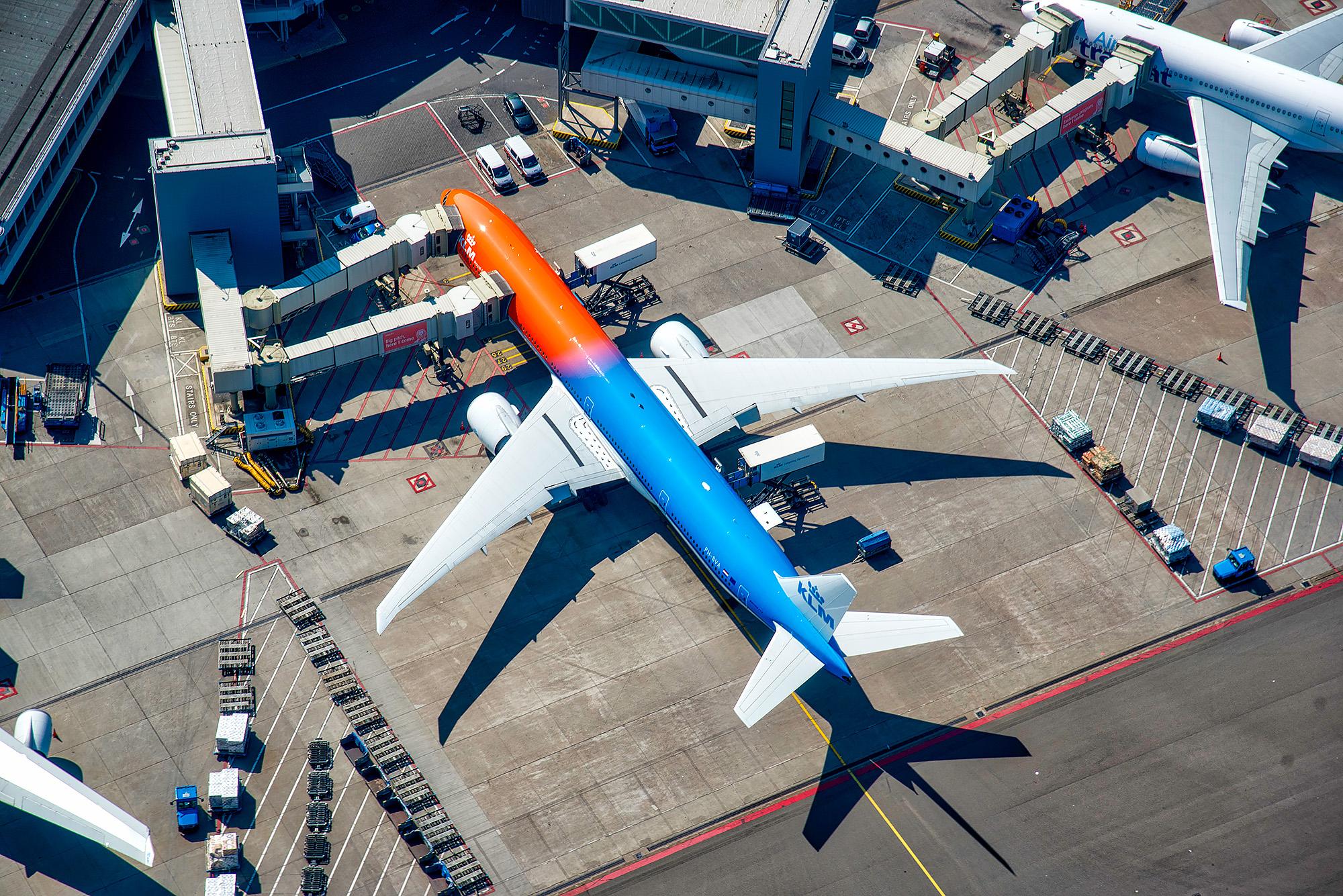 Luchtfoto KLM 777 Oranje Livery