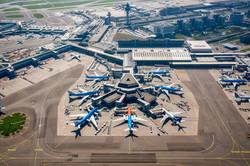 Schiphol met de oranje KLM
