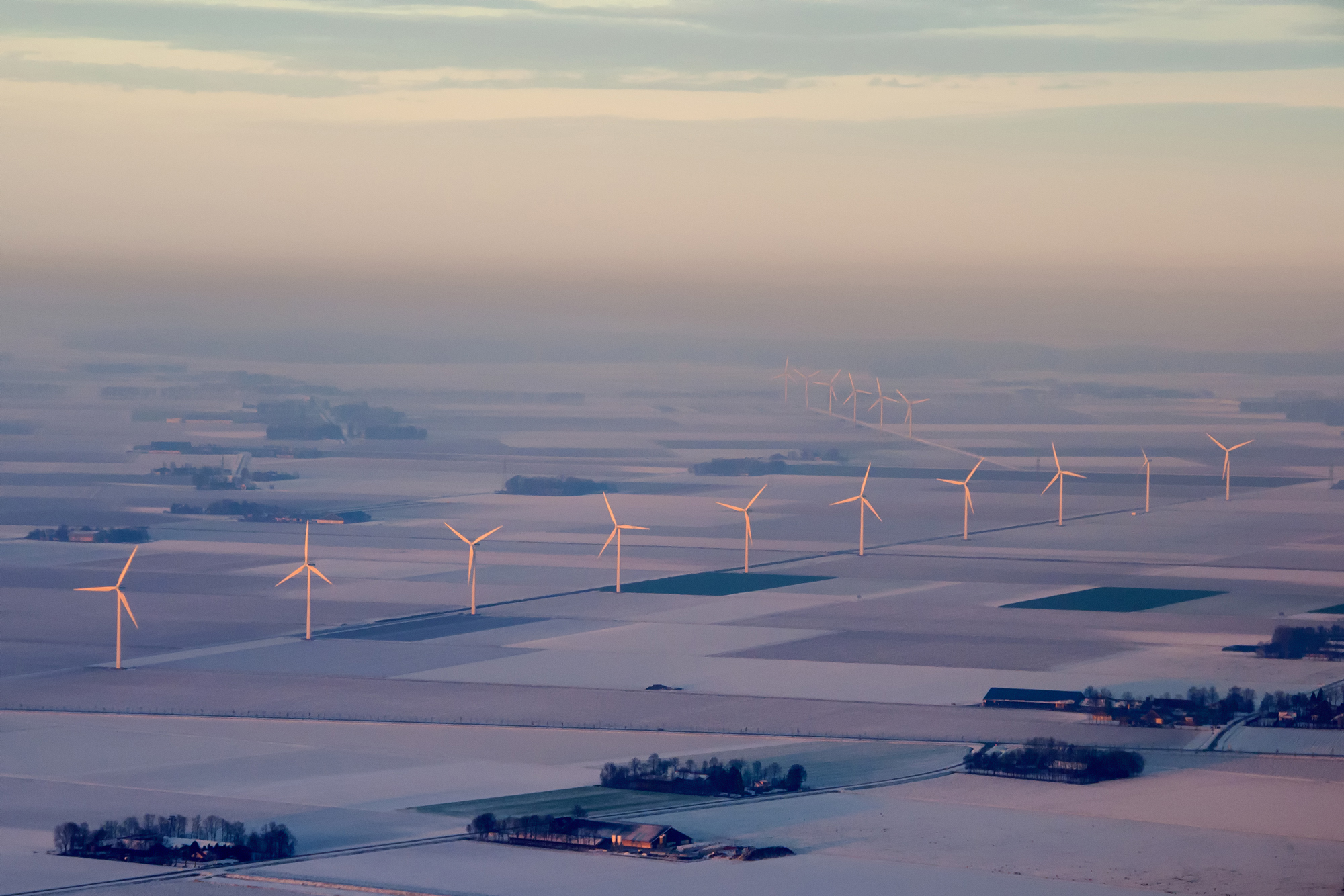 Windmolens in de winter in Flevoland