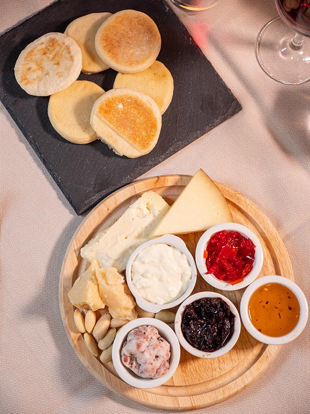 06. deg formaggi e tigelle.jpg