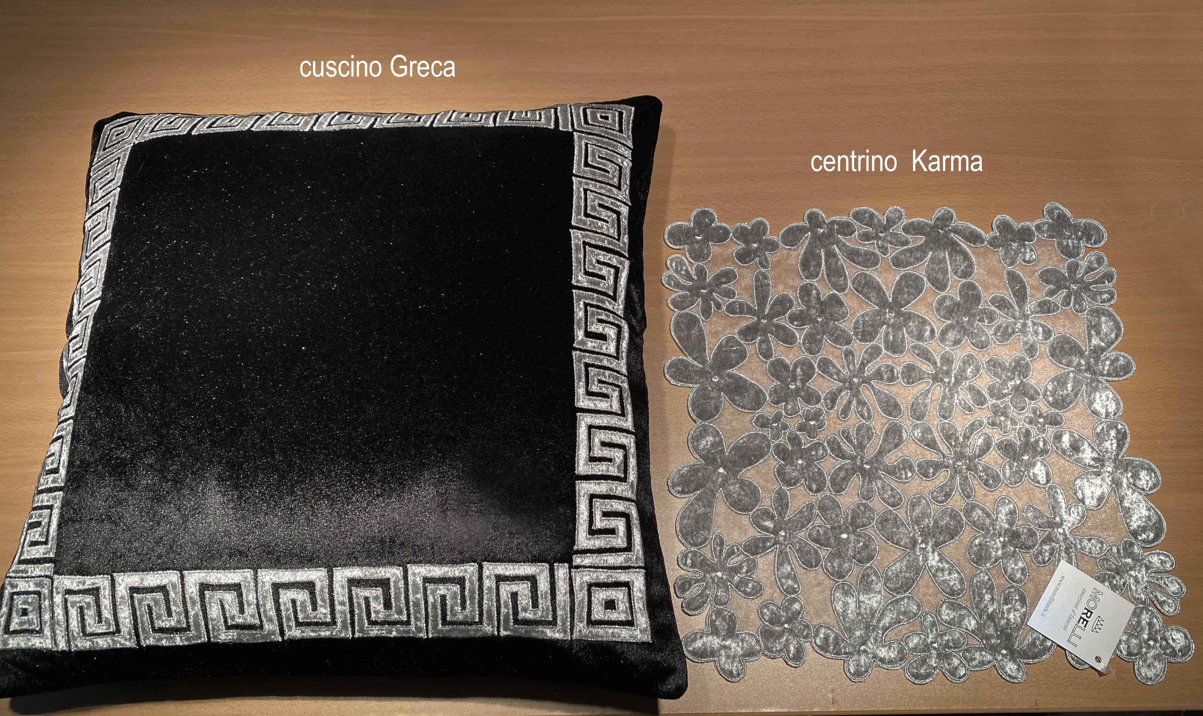 07 Karma centrino e cuscino Greca