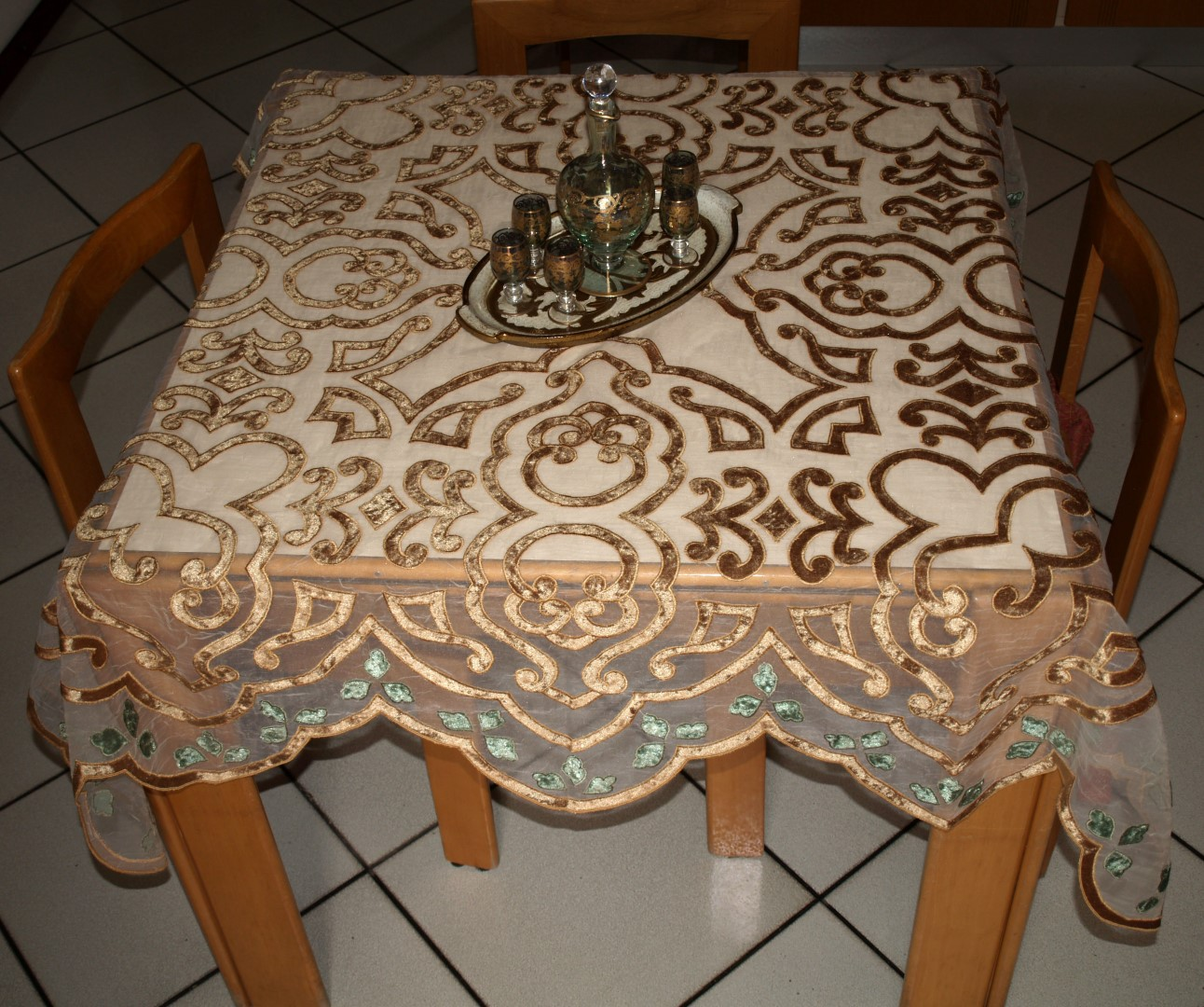 SHEHERAZADE table habillè