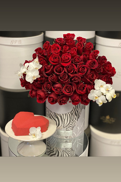 Set of Heart shape Modern Cake with Zebra Box Roses