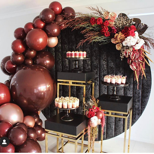 Backdrop Party Decorations with Ballons and Flowers