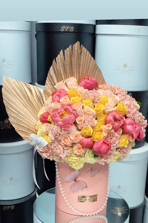 Mixed Flowers in color peach and yellow in large size