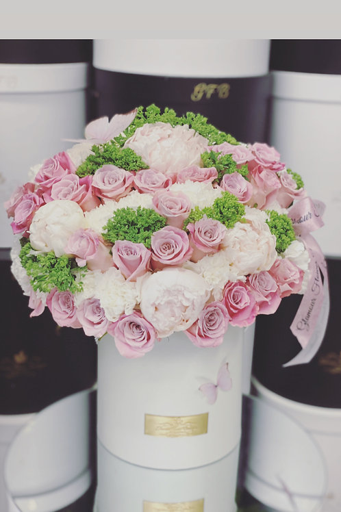 Medium Size Bouquet in Color Pink , White and light Green