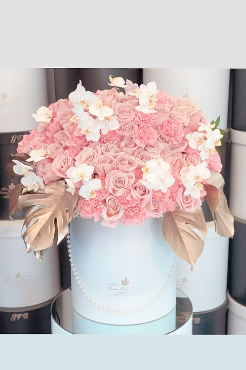 Large SizeFlower Arrangment in color light pink and white