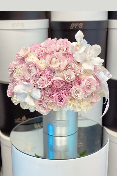 Small Size Arrangement in Blush Color
