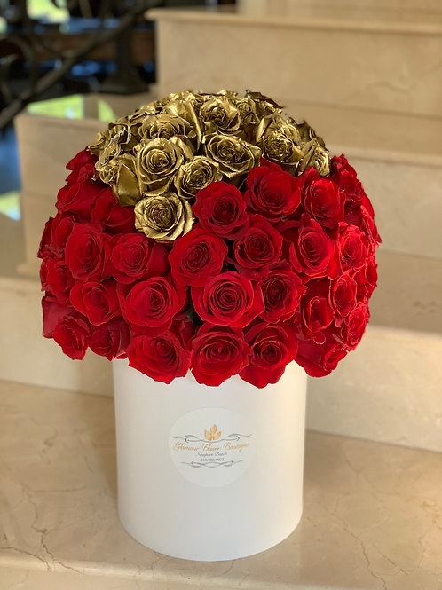 Large Size Flower Arrangement with the Gold Heart Shape in the Middle