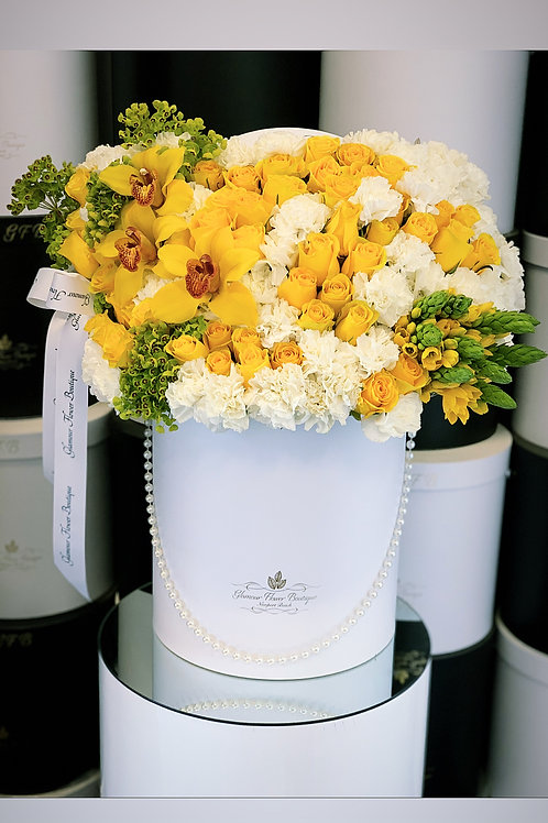Large Size Arrangement in Yellow and White color