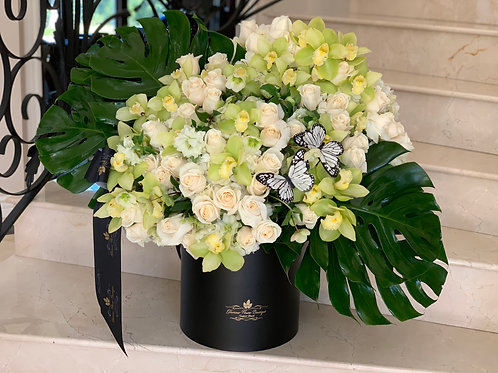 Extra large Flower Arrangement in Color white and Green